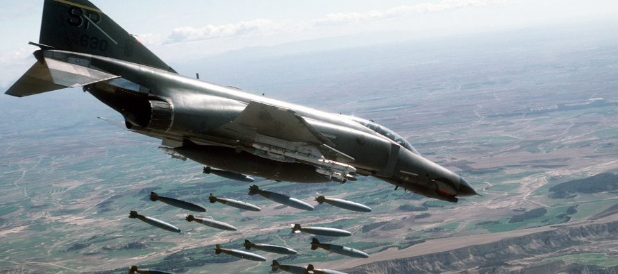 Cazas sirios destruyen objetivos del EI en Deir al-Zour