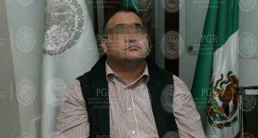 Javier Duarte llega a México en avión de la PGR
