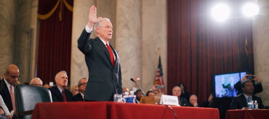 Trama rusa alcanza al fiscal general de EU, Jeff Sessions