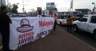 """Periodistas """"clausuran"""" fiscalía de Sinaloa"""