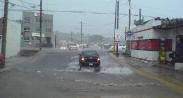 Frente frío y tres ondas tropicales provocarán lluvias en el país