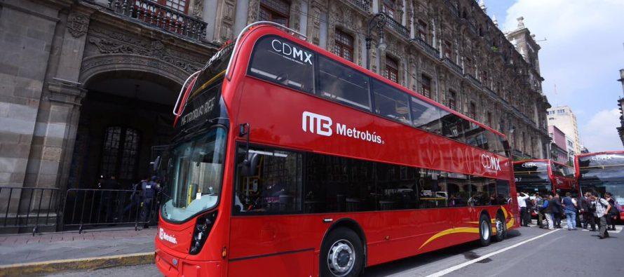 Presenta Mancera los autobuses que circularán en la Línea 7