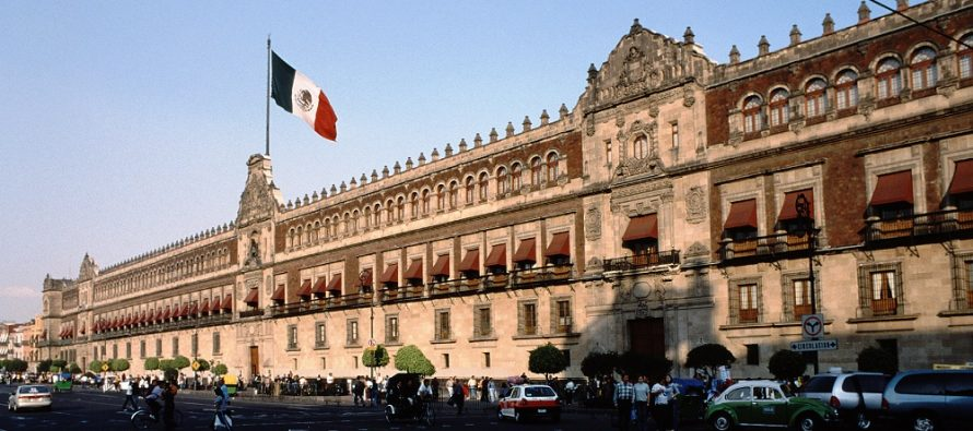 Peña Nieto recibe al presidente de Portugal en Palacio Nacional