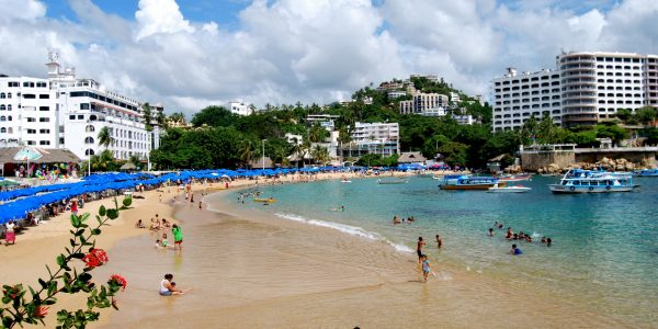 Playa de Caleta en Acapulco. Foto de Commons Wikimedia