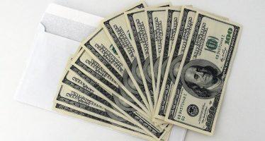 Dólar se vende en 18.05 pesos en bancos mexicanos