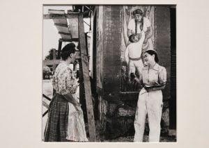 Frida y una discípula. Foto: Secretaría de Cultura