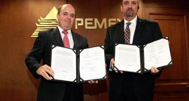 Pemex suscribe contratos con Tesoro
