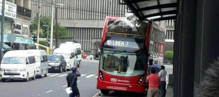 Accidente de Metrobús, por error del conductor: Calderón