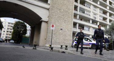 Auto arrolla a soldados en París;  seis, resultan heridos