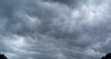 Continuarán tormentas en el país por onda tropical número 30