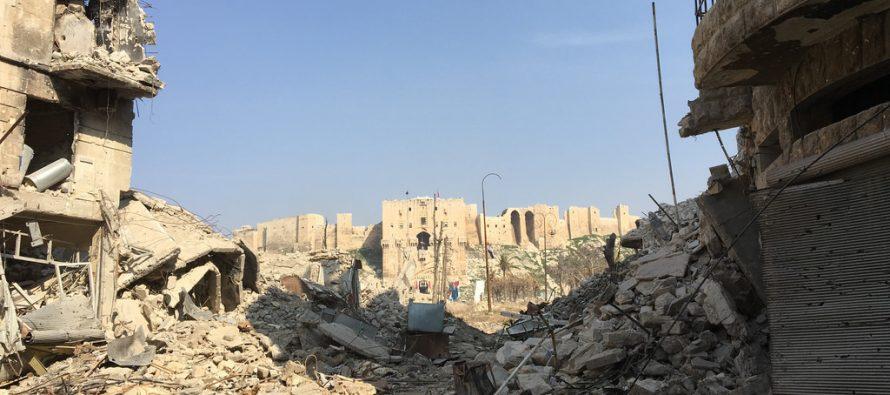 Decenas de combatientes apoyados por EEUU se rinden en Siria