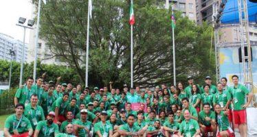 Ondea bandera mexicana en Villa Universitaria en China