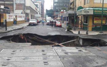 Reportan saldo blanco: socavón en zona centro de la ciudad