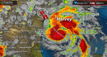 """Harvey"" entra a Texas; Trump declara la emergencia"