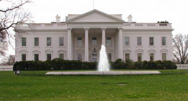 Centenares de soñadores se manifiestan frente a la Casa Blanca