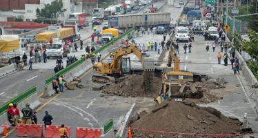 Función Pública determinará responsables del socavón: SCT