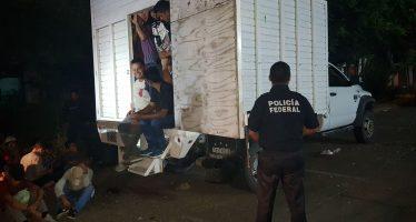 Rescatan en Poza Rica a 43 inmigrantes que iban en un camión