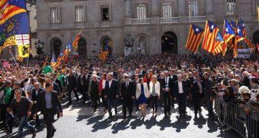 """Alcaldes catalanes condenan """"la persecución"""" de Madrid"""
