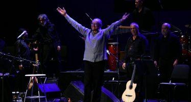 Gabino Palomares festejó en el Teatro de la Ciudad Esperanza Iris 45 años de trayectoria artística