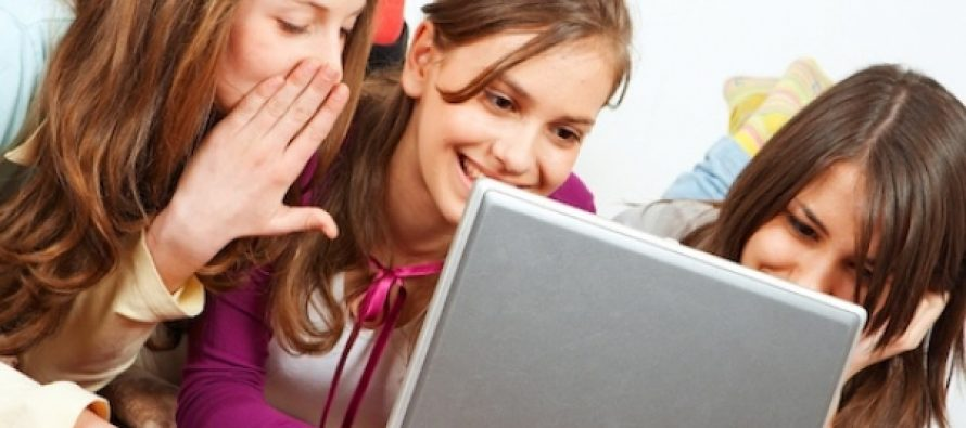 Facebook dice llegar a más jóvenes de los que existen