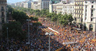 Gobierno español prepara intervención de Cataluña