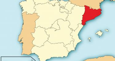 España clausura 1.300 centros de votación en Cataluña