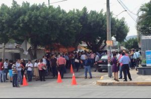 Rèplica del sismo del 7 de septiembre obliga a personas a evacuar sus centros de trabajo. Foto: @AlertaChiapas