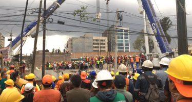 Rescatan a tres personas vivas en fábrica de Chimalpopoca