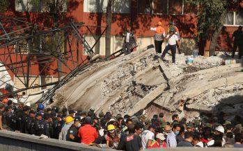 Suman 225 muertos por sismo de magnitud 7.1
