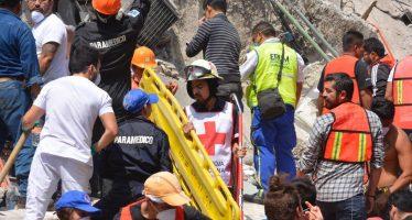 Rescatan a 24 personas de un edificio caído en la Roma