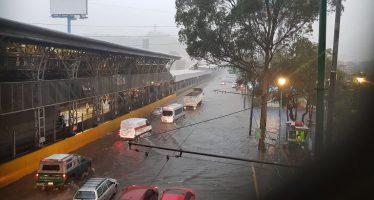 Por lluvias, desborda el Río San Buenaventura, en Xochimilco