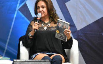 Charlando con Sanjuana Martínez en la Feria Internacional del Libro 2017