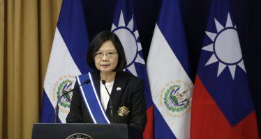 Presidenta de Taiwán hará escalas en EUA; China protesta