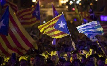 Miles de españoles toman las calles y piden diálogo