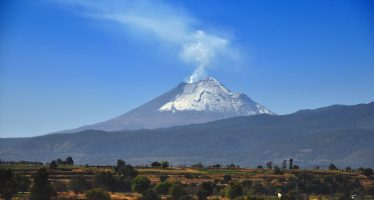 Explosión en Popocatépetl provoca fumarola de tres km