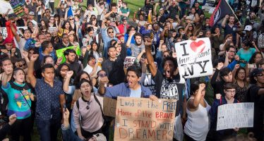"""Conservadores rechazan protección a """"dreamers"""" en ley de gasto"""