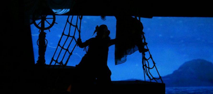 Una mujer inicia un viaje marítimo para resignificar su vida enQuemar las naves. El viaje de Emma
