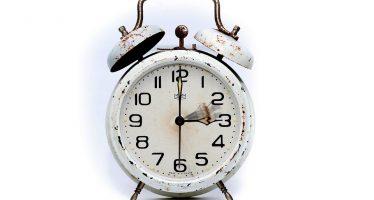 Antes de dormir, atrase una hora su reloj el domingo