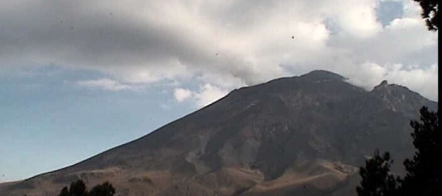 Volcán Popocatépetl, con 361 exhalaciones de baja intensidad