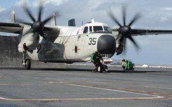Avión militar de EU se estrella en el mar con 11 tripulantes