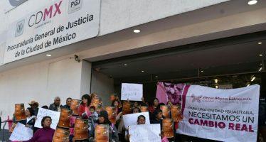 Manifestación de mujeres afuera de la PGJ de la CDMX