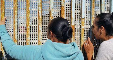 Abren muro fronterizo en Tijuana; se reencuentran familias