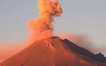 Popocatépetl emite fumarola de tres kilómetros de altura