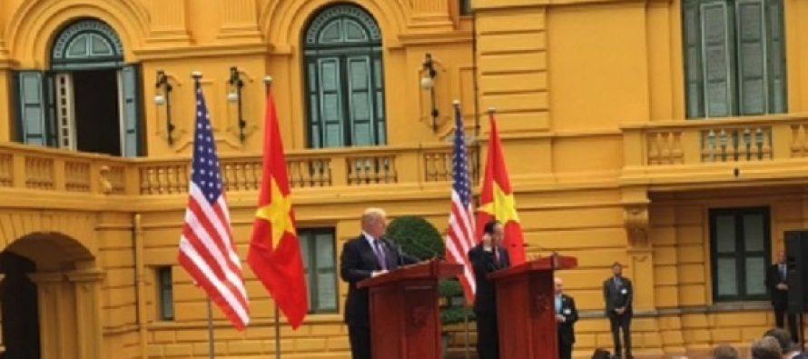"""""""Queremos la paz, no la guerra"""", dice Trump en Vietnam"""