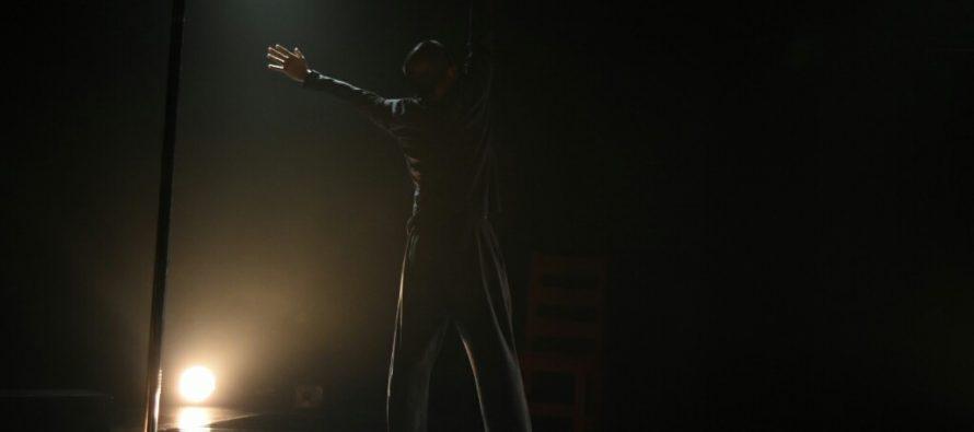 Un Hombre Solo, unipersonal de teatro danza de Arturo Serrano Hernández