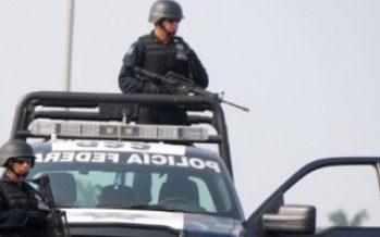 Más de ocho mil policías vigilan carreteras del país