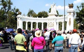 Manifestantes y peregrinos afectan circulación en el centro