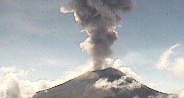 Popocatépetl emite fumarolas de dos kilómetros de altura
