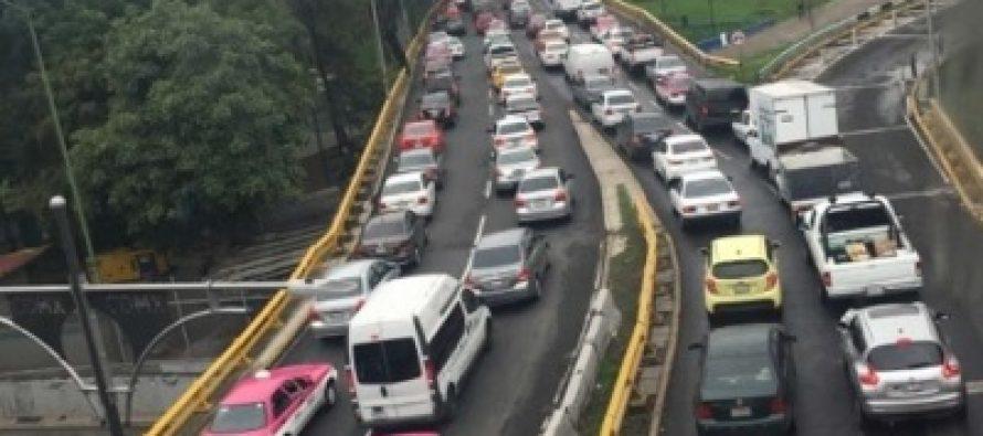 Circulación complicada en carreteras de entrada a la capital
