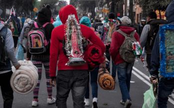 Avanzan peregrinos sobre Río de los Remedios hacia la Basílica de Guadalupe